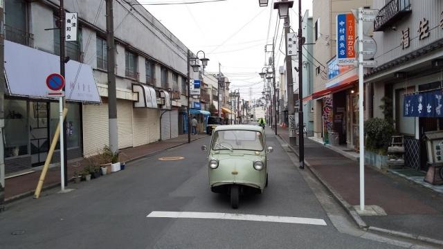昭島、東中神駅東側にあるロータリーと商店街
