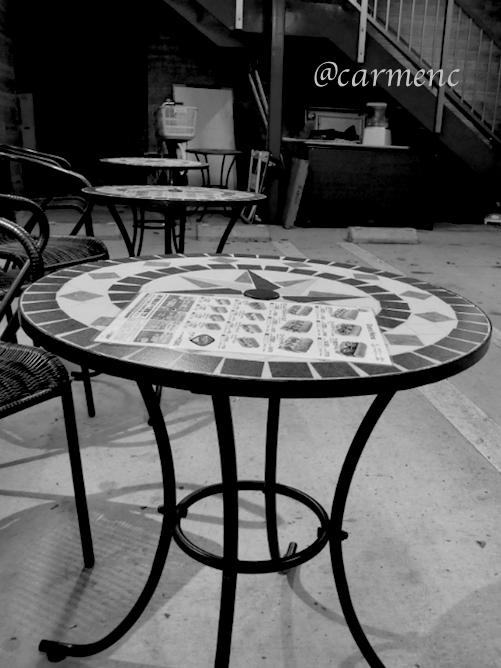 テラスのタイルテーブル