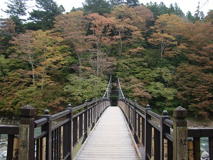 紅のつり橋