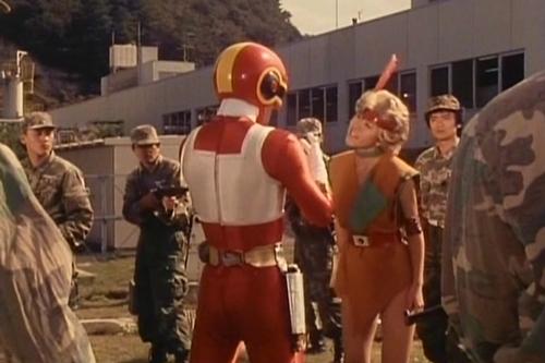 戦隊ヒーローのやられ、チェンジドラゴンが変身解除不能になってしまう。