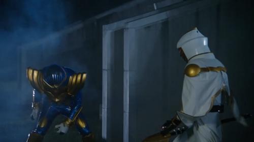 仮面ライダービーストが白い魔法使いにやられる