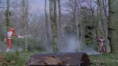 戦隊ヒーロー、ギンガレッドが敵と相撃ちになってやられる