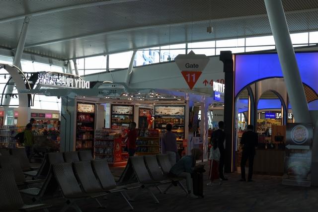 プーケット国際空港制限エリア1.jpg