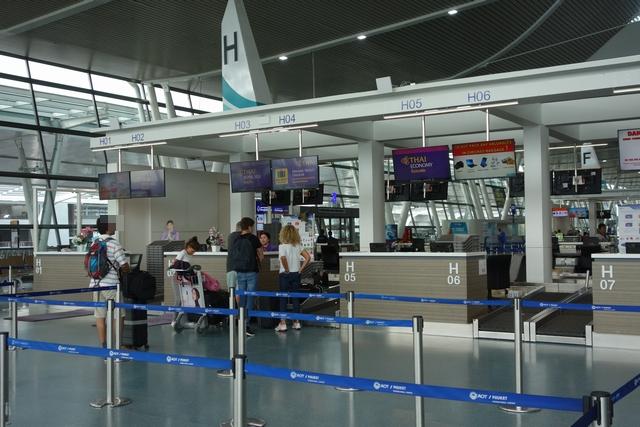 プーケット空港国際線チェックイン.jpg