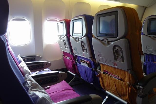 タイ航空プーケットバンコク機内2.jpg