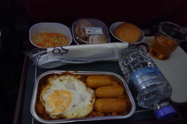 タイ航空TG660機材エコノミー機内食子供.jpg
