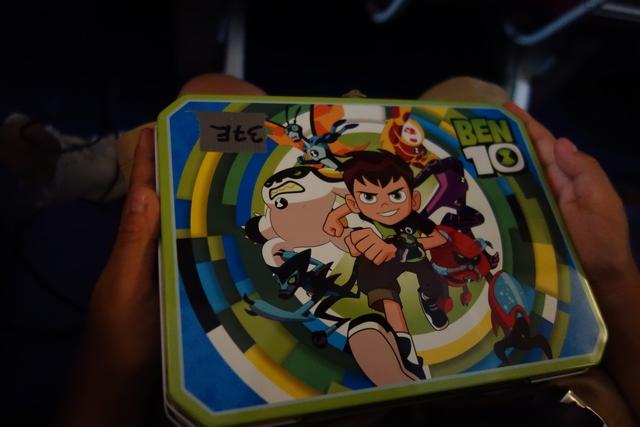 タイ航空TG660機材エコノミー子供お菓子1.jpg