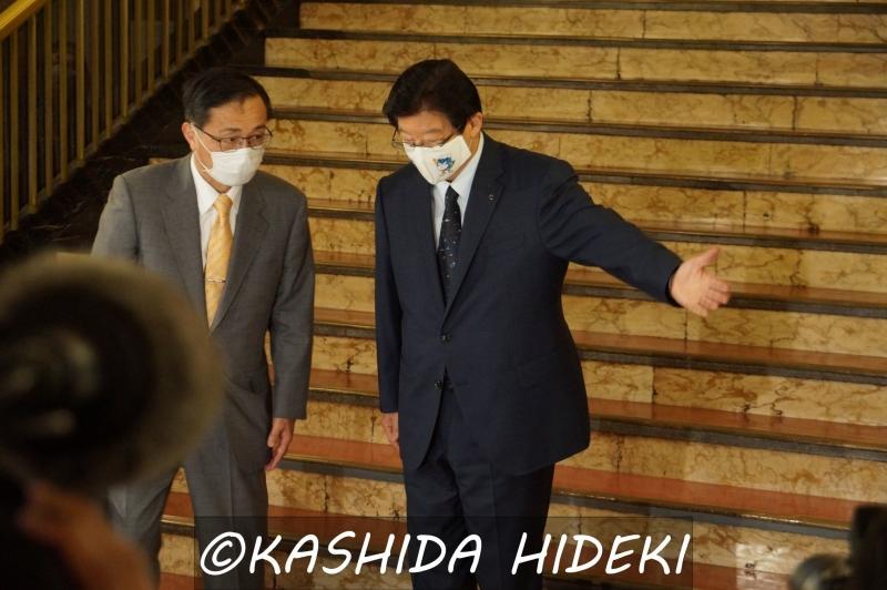 200626川勝知事、金子社長を案内する