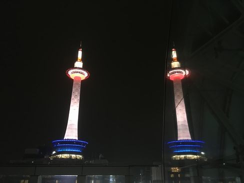 烏丸小路広場のW京都タワー_R01.12.26撮影