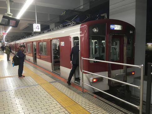近鉄京都駅ホーム_R01.12.27撮影