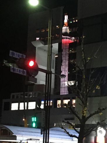 駅ビル西側に映る京都タワー_R01.12.27撮影