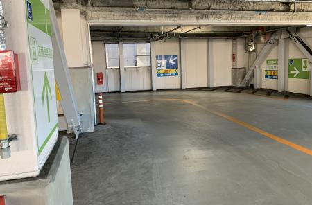 ジム駐車場3
