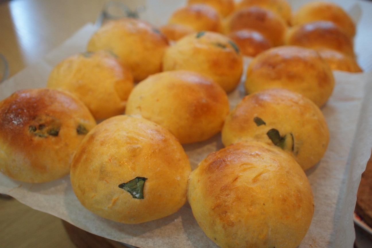 手作りトマトバジルパン!