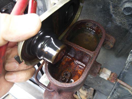 ブレーキオイル漏れ (1)