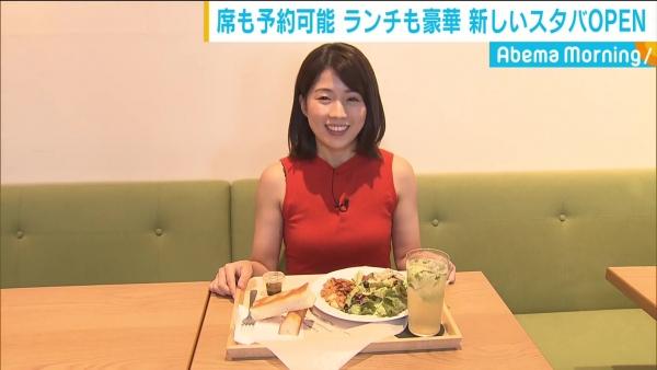 田中萌、食レポで見せたエロい唇&ノースリーブの横乳!!
