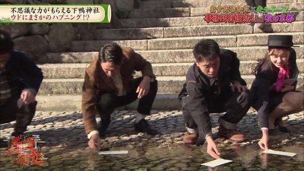 増田紗織、ミニスカバスガイド衣装でパンチラ?連発!! (2)