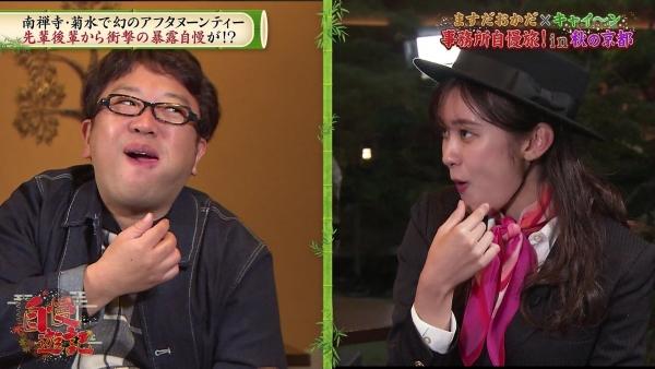 増田紗織、ミニスカバスガイド衣装でパンチラ?連発!! (3)