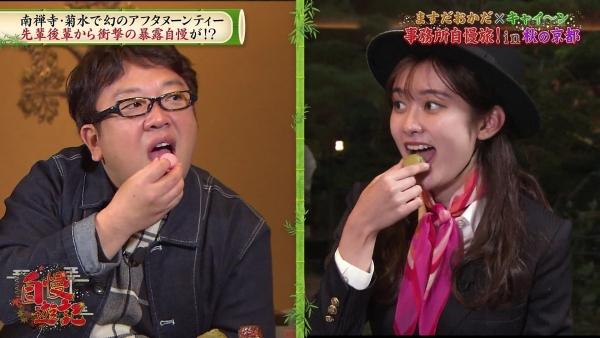 増田紗織、ミニスカバスガイド衣装でパンチラ?連発!! (4)