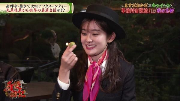 増田紗織、ミニスカバスガイド衣装でパンチラ?連発!! (5)