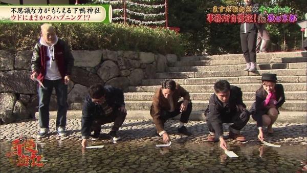 増田紗織、ミニスカバスガイド衣装でパンチラ?連発!! (7)
