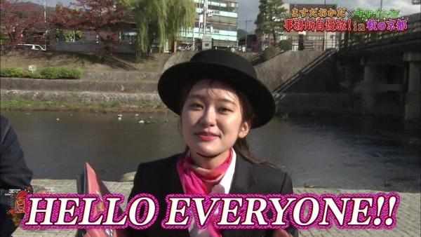 増田紗織、ミニスカバスガイド衣装でパンチラ?連発!! (11)
