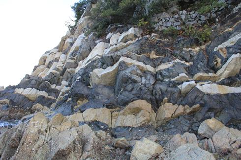 鹿浦越のランプロファイヤ岩脈2020-7