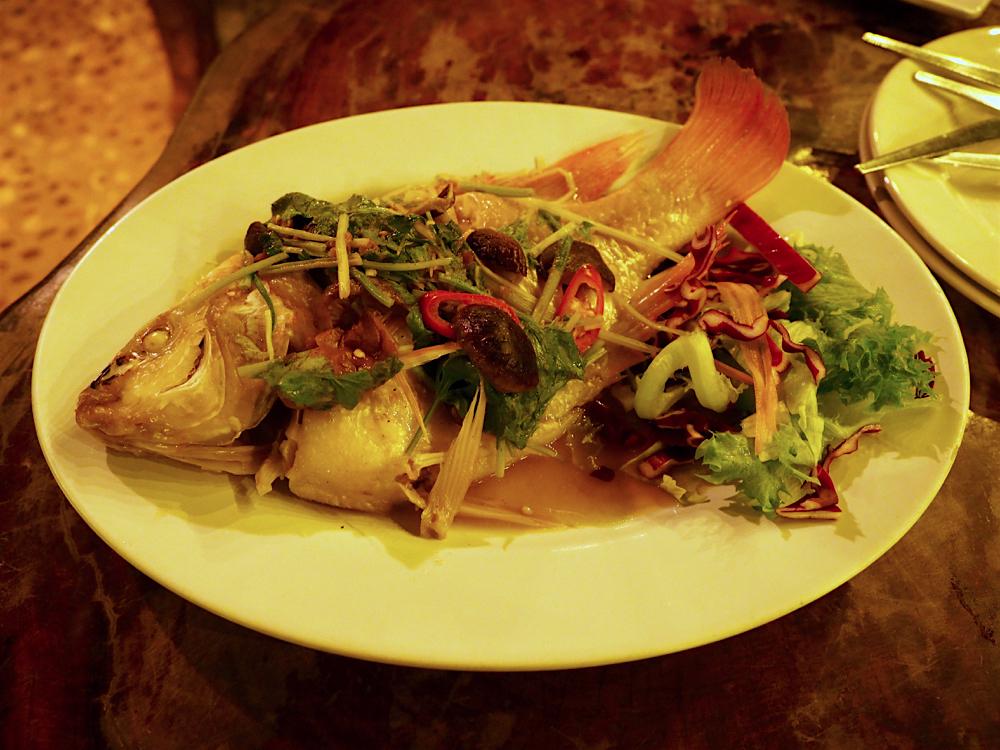 プーケット旅行記 その3 Praise Pearl Bungalow レストラン 蒸し魚