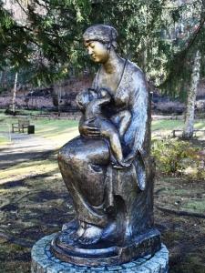 3-7 3378 北村西望「母子像」