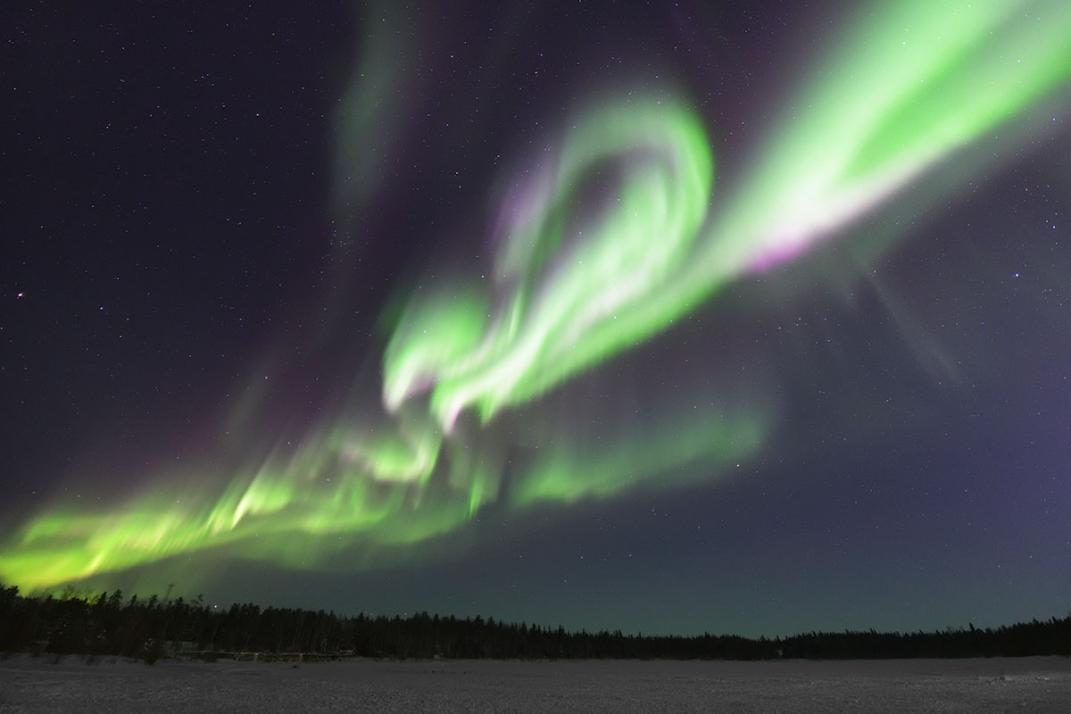 aurora_yellowknife_190206_00h09m_14mm_f18_3s_iso3200_9351_1200.jpg