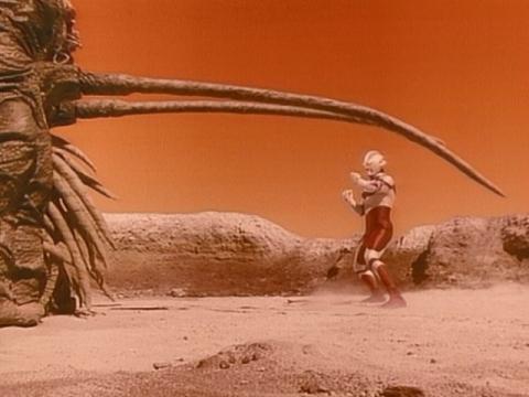 『ウルトラマンG』 第1話 「銀色の巨人」(原題:Sighes of life)