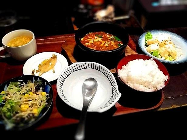 4 石焼麻婆豆腐定食(ハーフ)&エビマヨ