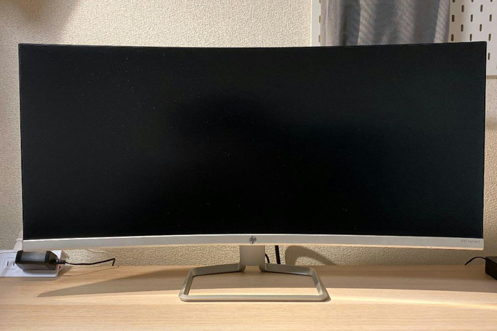 HP_34f_Curved_Display_01.jpg