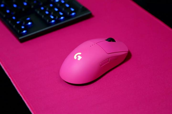 Logitech_PIXEL_Gaming_Mouse_Pad_03.jpg