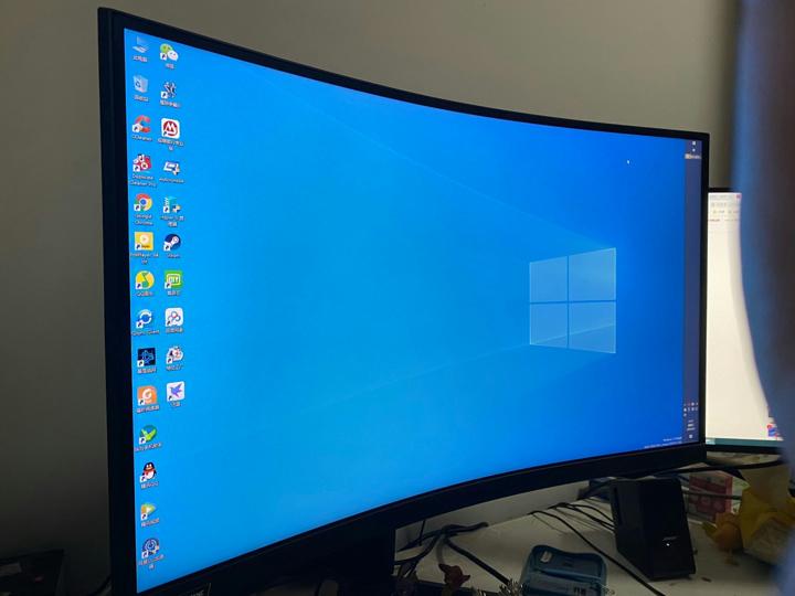 Samsung_C27G75T_09.jpg
