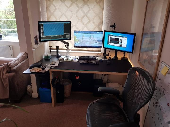 Show_Your_PC_Desk_Part194_18.jpg