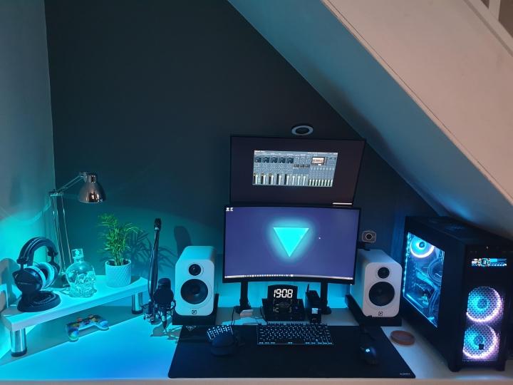 Show_Your_PC_Desk_Part195_20.jpg