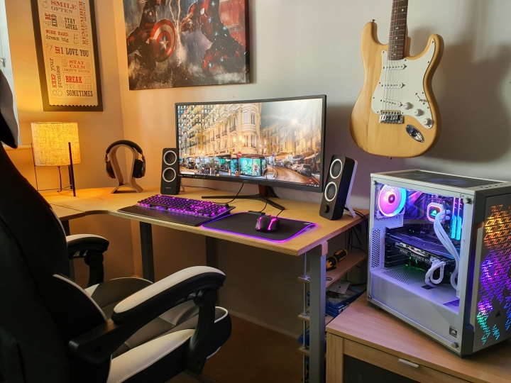 Show_Your_PC_Desk_UltlaWideMonitor_Part59_18.jpg