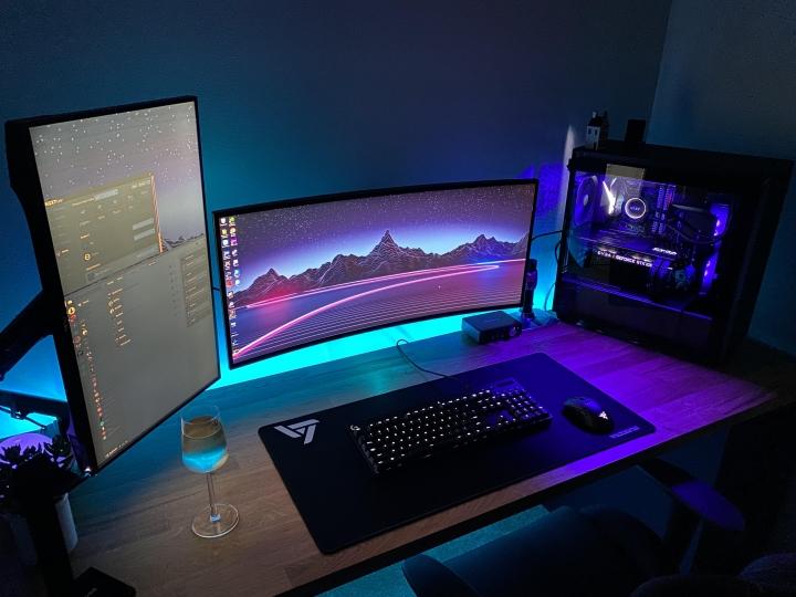 Show_Your_PC_Desk_UltlaWideMonitor_Part59_29.jpg