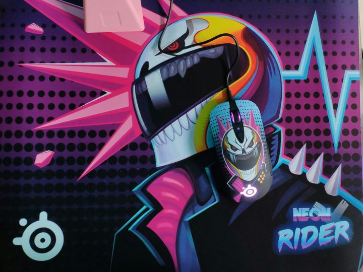 SteelSeries_Sensei_Ten_Neon_Rider_Edition_06.jpg