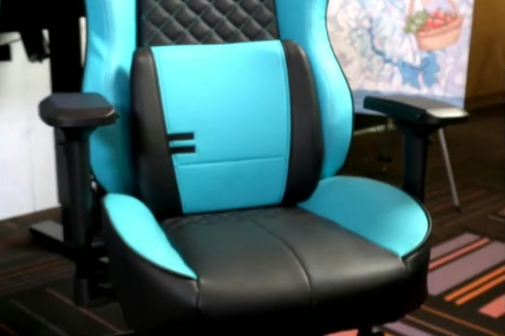 Thermaltake_HATSUNE_MIKU_Gaming_Chair_05.jpg