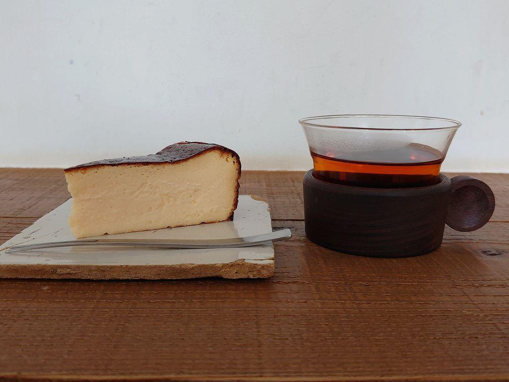 「今是・こんぜ(北九州市門司区)」隠れ家的カフェの人気バスクチーズケーキ