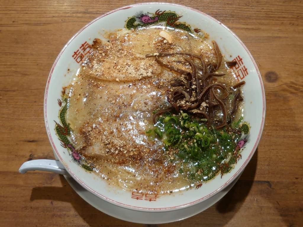 「天外天 熊本駅店(熊本市)」豚鶏のスープとガーリックパウダーのパンチがあるラーメン!